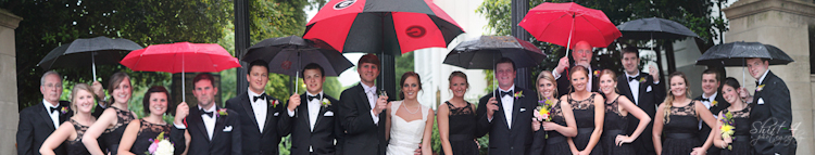 The entire wedding party in front of the famed arch at UGA